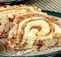 Rulada cu nuci este un desert concentrat, dar pe care sigur il vei aprecia daca iti plac de fel bezelele si dulciurile crocante, bogate in sos de caramel. Sweets Recipes, Easy Desserts, Cake Recipes, Cooking Recipes, Food Cakes, Cupcake Cakes, Good Food, Yummy Food, Decadent Cakes