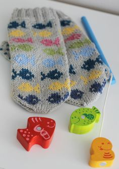 Finnish duo p i i p a d o o and their mitten design Fishing boy Fingerless Mittens, Knit Mittens, Knitted Gloves, Knitting Socks, Free Knitting, Knit Socks, Baby Boy Knitting, Knitting For Kids, Baby Knitting Patterns