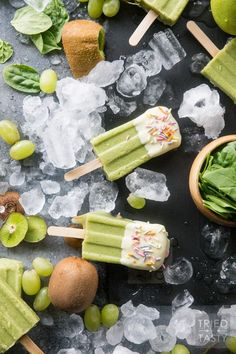 White Chocolate Dipped Kiwi Popsicles // Want a treat and want it to be healthy? These popsicles are exactly what you are looking for. Just blend, freeze, dip & enjoy! Made with the most delicious fruits and no added sugar! Low Sugar Desserts, Low Sugar Recipes, Mint Recipes, Healthy Dessert Recipes, Healthy Treats, Appetizer Recipes, Sweet Recipes, Easy Ice Cream Recipe, Healthy Ice Cream