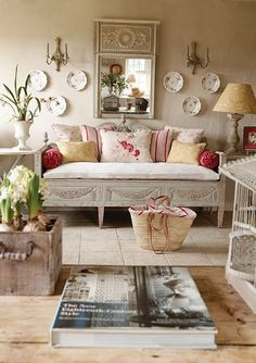 The Cottage Market: Eclectic Decor