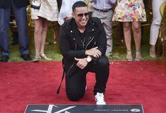 Daddy Yankee recibe su estrella en El Paseo de la Fama (FOTOS) #EnElBrasero http://ift.tt/2nL4H15 #daddyyankee #elpaseodelafama