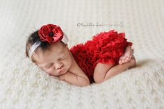 Baby headbands are getting more fancy than ever. So cute!!!
