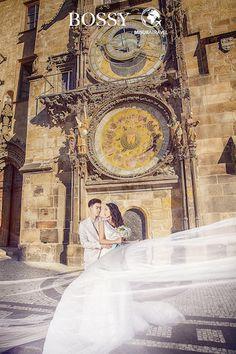 Fotka v albu Wedding photoshooting - Misura Travel & Bossy Photo Studio… Old Town Square, Wedding Photoshoot, Photo Studio, Prague, Big Ben, Travel, Voyage, Viajes, Traveling