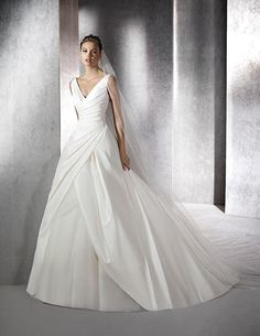 Zein, original wedding dress with V-neck