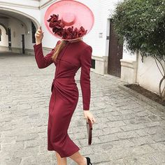 Enamorada del color de este espectáculo de look de @fernandoclarocostura!  . . . #invitada #invitadas #invitadaboda #invitadasboda #invitadaconestilo #invitadasconestilo #lookinvitada #lookboda #boda #bodas #wedding #weddingguest #guest #style #fashion #moda #invitadaperfecta #invitadasperfectas #tocado #tocados #pamela #pamelas #madrina #madrinas #atelier