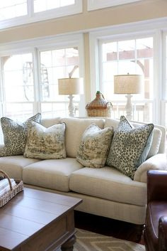 Kitnet & Studio Decoration: Designs & Photos - Home Fashion Trend Southern Living Rooms, French Living Rooms, French Country Living Room, Living Room Designs, Living Room Decor, Dining Room, French Country Rug, Country Farmhouse, Farmhouse Decor