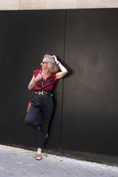 Comment porter un pantalon taille haute ? | Blog Enfin Moi • Mode & lifestyle • Bordeaux Tee Shirt Rouge, Jeans Denim, Culottes, Hipster, Fibre, Suits, Lifestyle, Bordeaux, Blog