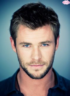 Chris Hemsworth... Those EYES <3