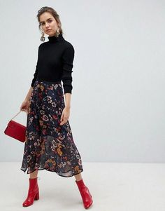 Young floral midi skirt at ASOS. Get the latest trends with ASOS now. Floral Skirt Outfits, Casual Skirt Outfits, Fall Outfits, Black Floral Skirt, Floral Skirts, Men's Outfits, Women's Dresses, Women's Fashion Dresses, Dresses Online