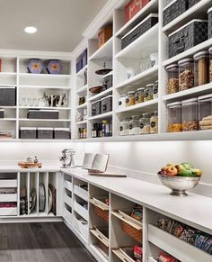 17 Awesome Pantry Shelving Ideas to Make Your Pantry More Organized To make the pantry more organized you need proper kitchen pantry shelving. There is a lot of pantry shelving ideas. Here we listed some to inspire you Kitchen Pantry Design, Kitchen Pantry Cabinets, New Kitchen, Kitchen Decor, Space Kitchen, Compact Kitchen, Rustic Kitchen, Kitchen With Pantry, Large Kitchen Design