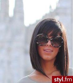 Fryzury Proste z grzywką włosy: Fryzury Średnie Na co dzień Proste z grzywką - CzEkOlAdKa2010 - 2412732