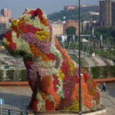 dog made out of flowers in Bilbao
