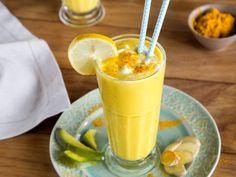 Fruchtiger Mango Lassi mit Kurkuma - der indische Joghurtdrink