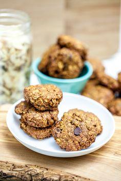 Chewy Apricot Almond Oatmeal Cookies #vegan #glutenfree | Keepin' It Kind