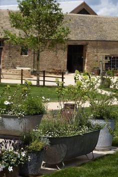 hotel landscape Soho Farmhouse, Cotswolds e - hotel Soho Farmhouse, Farmhouse Garden, Garden Cottage, Home And Garden, Tin Bath, Galvanized Planters, Farmhouse Landscaping, Soho House, Secret Gardens