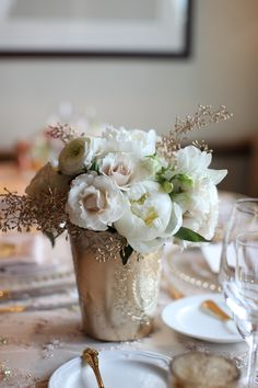 Summer Aspen wedding table arrangement by Mountain Flowers of Aspen with white roses, ranunculus, and white peonies. #aspen #wedding #peonies