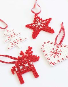 Christmas decorations with hama beads - ALT.dk Christmas decorations with hama beads - ALT. Beaded Christmas Decorations, Christmas Perler Beads, Christmas Tree Ornaments, Tree Decorations, Diy Ornaments, Hama Beads Design, Hama Beads Patterns, Beading Patterns, Loom Patterns