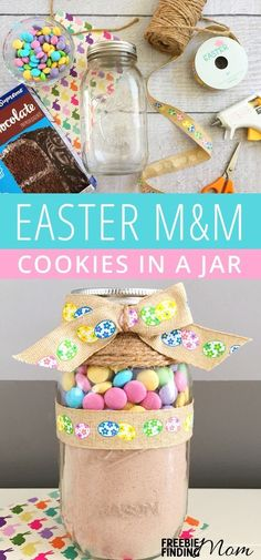 Need an easy Easter cookies recipe? These delicious Homemade Easter M&M Cookies in a Jar are not only a fun and festive way to celebrate the holiday but homemade cookies in a jar also make inexpensive and thoughtful DIY gifts for friends family teacher Mason Jar Desserts, Mason Jar Cookies, Mason Jar Meals, Mason Jar Gifts, Meals In A Jar, Cookie Jars, Mason Jars, Easter Cookie Recipes, Easter Cookies