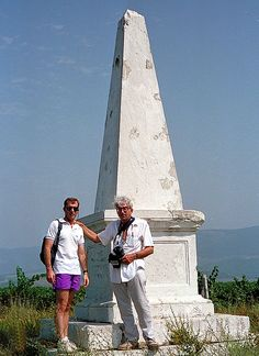 We are visiting a British monument to the Heavy Brigade on the south slope of the Causeway Height. It is in the midst of grape vineyards and not easy to find.