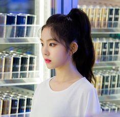 Kpop Girl Groups, Korean Girl Groups, Kpop Girls, Red Velvet Seulgi, Red Velvet Irene, My Hero Academia Eraserhead, Red Velet, Korean Celebrities, Kpop Aesthetic