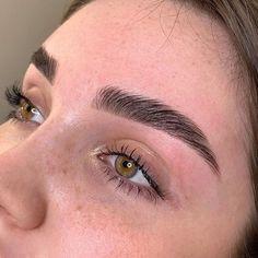 Mircoblading Eyebrows, Eyebrows Goals, How To Color Eyebrows, Natural Eyebrows, Natural Makeup, Eyeliner, Drawing Eyebrows, Eyelashes, Eyebrow Makeup Tips