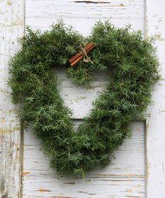 island of silence - Christmas Flowers, Natural Christmas, Green Christmas, Christmas Colors, Rustic Christmas, Simple Christmas, Winter Christmas, Christmas Home, Christmas Wreaths