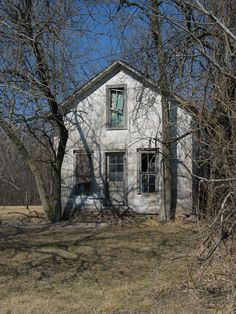 House on the back roads near Morocco Indiana USA [OC] exploration explorer Abandoned Buildings, Abandoned Places, Back Road, High Quality Images, Urban Decay, Morocco, Indiana, Scenery, Urban Exploration