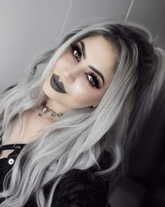 Amazing dark makeup and silver hair Cheap Lace Front Wigs, Bob Lace Front Wigs, Grey Hair Wig, Lace Hair, Goth Hair, Grunge Hair, Blonde Goth, Frontal Hairstyles, Wig Hairstyles