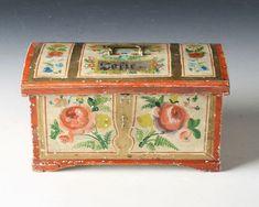 Lite rosemalt kisteskrin, Os 1891. Rosemalt på alle sider og tekst innv. i lokket. L: 23 cm. Prisantydning: ( 1000 - 1500) Solgt for: 400