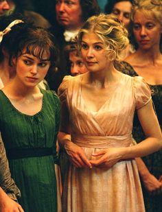 Keira Knightley (Elizabeth Bennet) & Rosamund Pike (Jane Bennet) - Pride & Prejudice (2005) #janeausten #joewright
