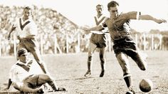 "Arsenio Erico of Independiente playing against Velez Sarsfield (Photo: courtesy of the book ""Erico para siempre"")"
