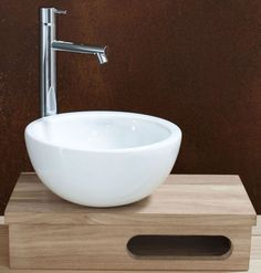 petit lave-main (gat is om je handdoek in op te hangen) Tiny House Bathroom, Bathroom Toilets, Laundry In Bathroom, Bathroom Fixtures, Small Bathroom, Bathrooms, Lave Main Design, Wc Design, Toilet Design