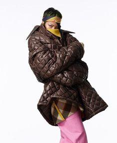 Rihanna (06/02/2021 for VOGUE the production was made by Rihanna and her team and companies #rihanna #fenty #savagexfenty #badgalriri #riri #fentybeauty #fentyskin #fashion #vogue Rihanna Vogue, Rihanna Riri, Rihanna Style, Beyonce, Rihanna Cover, Tie Up Heels, Vogue Magazine, White Fashion, Daily Fashion