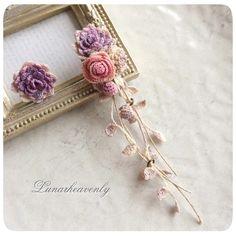 オーダーいただいた、ダリアと薔薇、白詰草のピアス。 葉の垂れ下がるこのタイプは久しぶりに作りましたが、やっぱり好きなデザインです♡ #crochet #レース編み