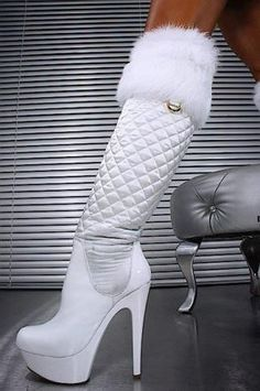 Plateau Stiefel Snow-White fashion couture womans fashions stilettos heels white white fashions on white high heels White High Heel Boots, White Boots, Sexy Boots, Thigh High Boots, Heeled Boots, Bootie Boots, White Fur, Snow White, White Heels