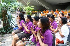 บุคลากรห้องสมุดสตางค์ เข้าร่วมพิธีเปิดศาลาประดิษฐาน  พระพุทธมงคลนิมิตวิทยมหิดลญาณ  เมื่อวันอังคารที่ ๒๙ มกราคม ๒๕๕๖