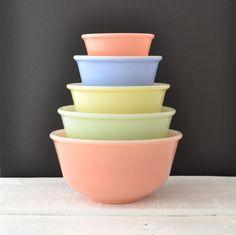 Vintage Pastel Mixing Bowl Set