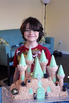 The Harry Potter Birthday Party. Hogwarts Cake! #harrypotter #birthdays #kids