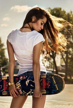 girl with skate by Ekaterina Prosvetova on Look Skater, Skater Girl Style, Skater Girl Outfits, Bmx Girl, Skate Girl, Skateboard Photos, Skateboard Girl, Fotos Teen, Urban Fashion