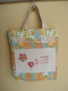 https://flic.kr/p/bo914x | Tote Bag - Bolsa 0003 - B | Por dentro, bolso. Tote bag confeccionada em Lona e forrada com tecido 100% algodão . Pintada .  Medidas: 231x31x8 cm