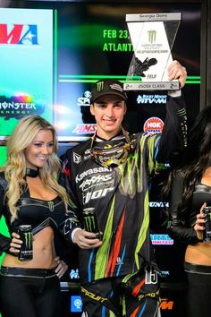 Dean Wilson taking 2nd @ Atlanta. I'm like (to that Monster trophy girl) GET AWAY FROM MAH MAAAAANNN WOMAN! (Same when i see her with RyRy) You're hot but not for him. I got so mad he was out last night, I rolled around on the floor like a maniac and threw a tantrum.