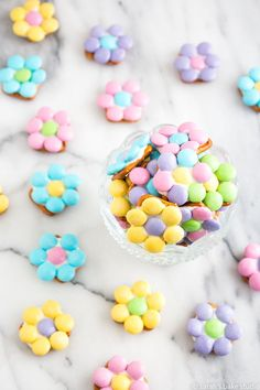 Daisy Pretzel Bites – pretzels, white chocolate, and pastel M&M's candies make this sweet and salty snack a welcomed spring treat! Easy Easter Desserts, Spring Desserts, Easter Treats, Easter Recipes, M&s Chocolates, Chocolate Melting Wafers, Spring Treats, Most Popular Recipes, Favorite Recipes
