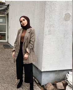 Discover recipes, home ideas, style inspiration and other ideas to try. Modern Hijab Fashion, Street Hijab Fashion, Hijab Fashion Inspiration, Muslim Fashion, Mode Inspiration, Modest Fashion, Fashion Outfits, Classy Outfit, Outfit Look