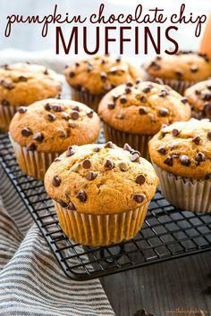 Pumpkin Chocolate Chip Muffins, Best Pumpkin Muffins, Simple Muffin Recipe, Dessert Recipes, Desserts, Breakfast Recipes, Vegetarian Chocolate, Pumpkin Recipes, Sweet Tooth