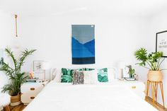 white bedroom, boho-chic accessories
