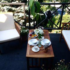 Będzie dzisiaj ciepło☀️ 26 stopni na dzień dobry! Trzymajcie się ⛵️#upałypowróciły#lekkieśniadanie#morningscene#breakfastscene#vsco#coffee