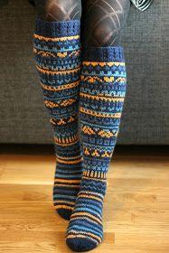 Olinhan minäkin mukana neulomassa niitä Taimitarhan joulukalenterisukkia, vaikka omani valmistuivatkin vasta joulun välipäivinä ja sain kuv... Wool Socks, Knitting Socks, Rainbow Dog, Knee Socks, Pulls, Knit Crochet, Knitting Patterns, Cold, Winter
