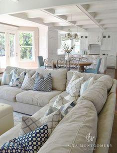 99 cozy and stylish coastal living room decor ideas (26)