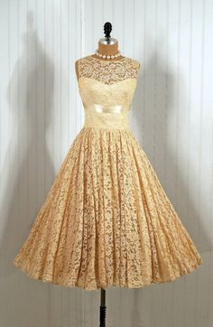1950's Vintage Shelf-Bust Lace Illusion Ivory-Creme Couture Wedding Party Circle-Skirt Princess Dress