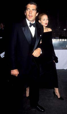 Carolyn Bessette Kennedy and JFK jr - love her killer 90s ice queen makeup - cbk 4life!!